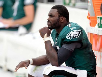 Michael-vick-of-the-philadelphia-eagles-sitting-on-the-bench